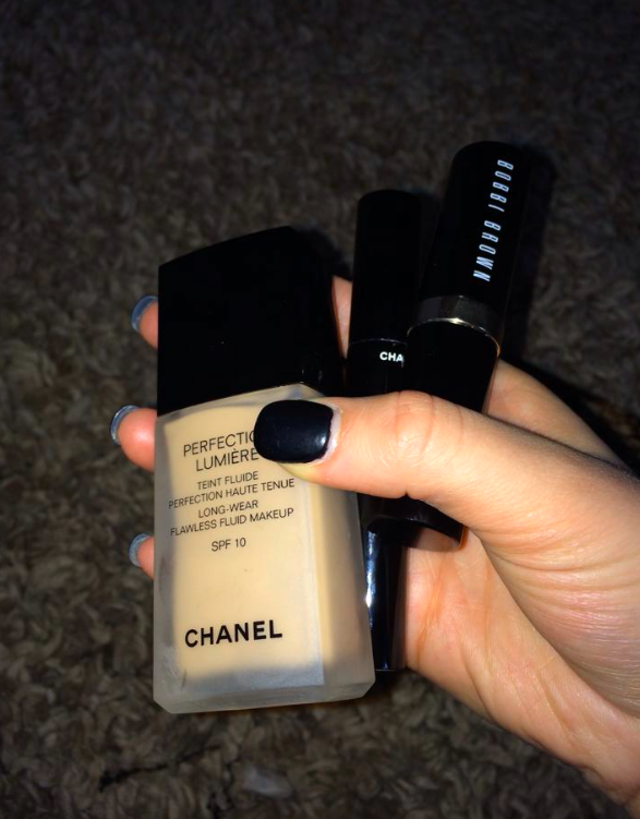 The Chanel PERFECTION LUMIÈRE LONG-WEAR FLAWLESS FLUID MAKEUP SPF 10